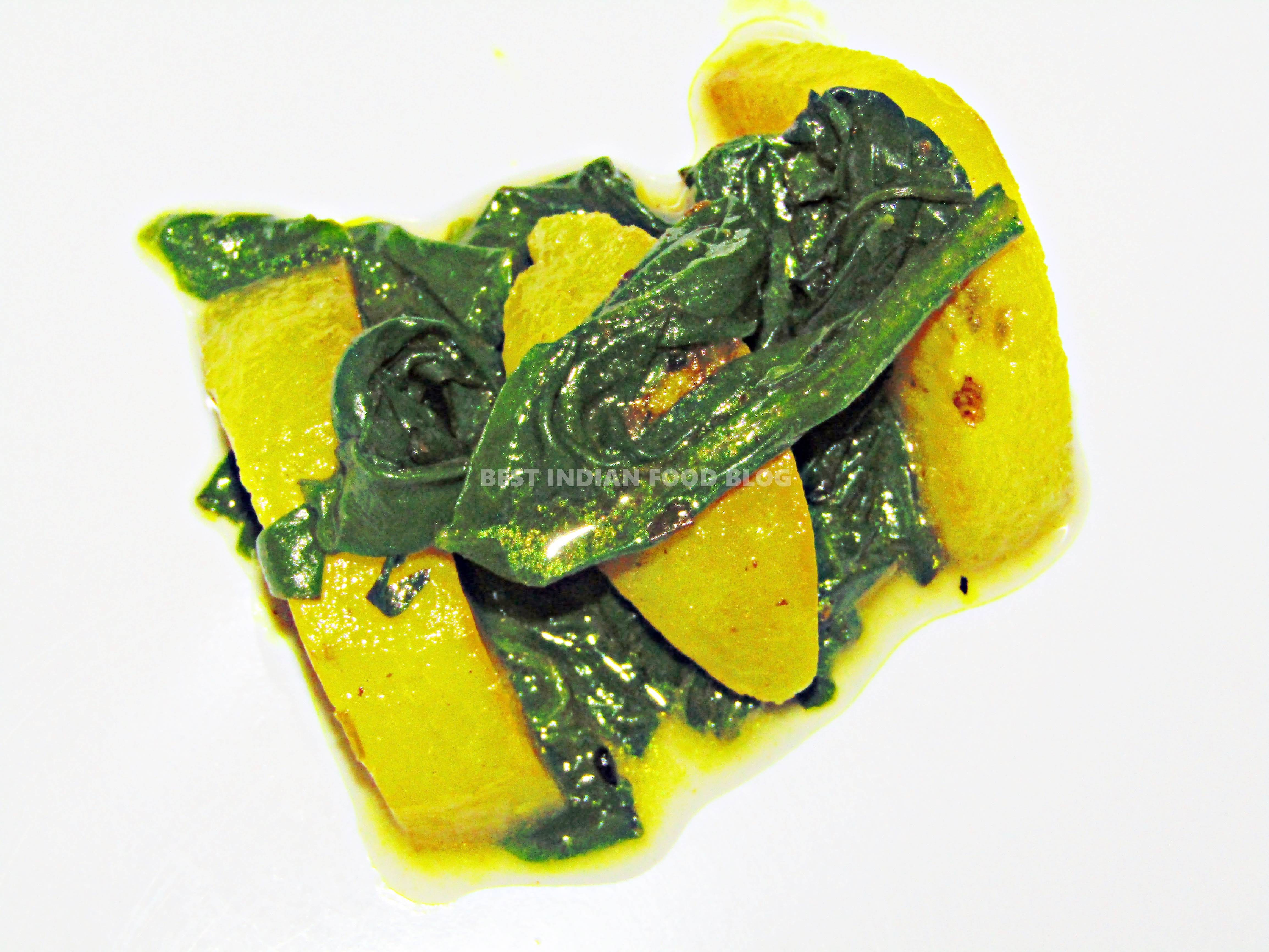 Palong Alu from West Bengal, India | Best Indian Food Blog | Spinach Potato recipe
