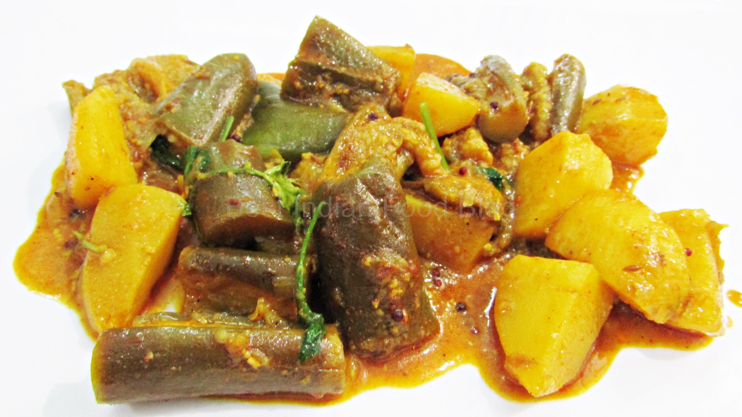 Vangi Batata Rassa from Maharashtra, India   Best Indian Food Blog   Aubergine Potato recipe